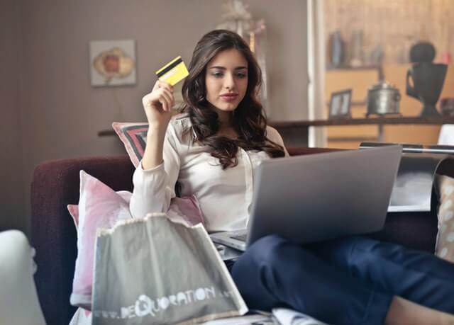 Woman shopping online with machine learning innovations.